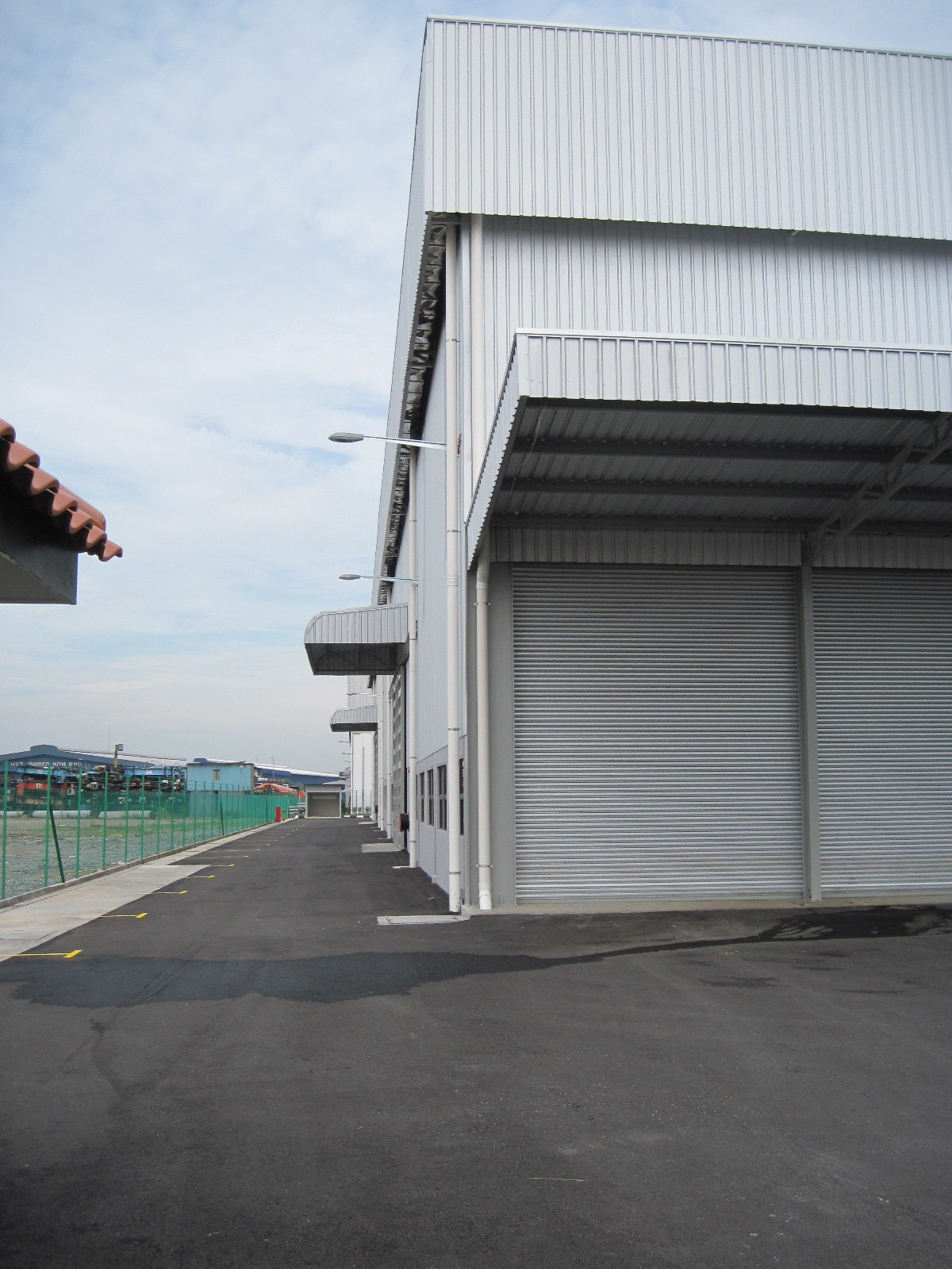 FOR RENT / LEASE: Telok Gong, b-up area 70,000 sf, land area 2.5 acres, easy access, nice location