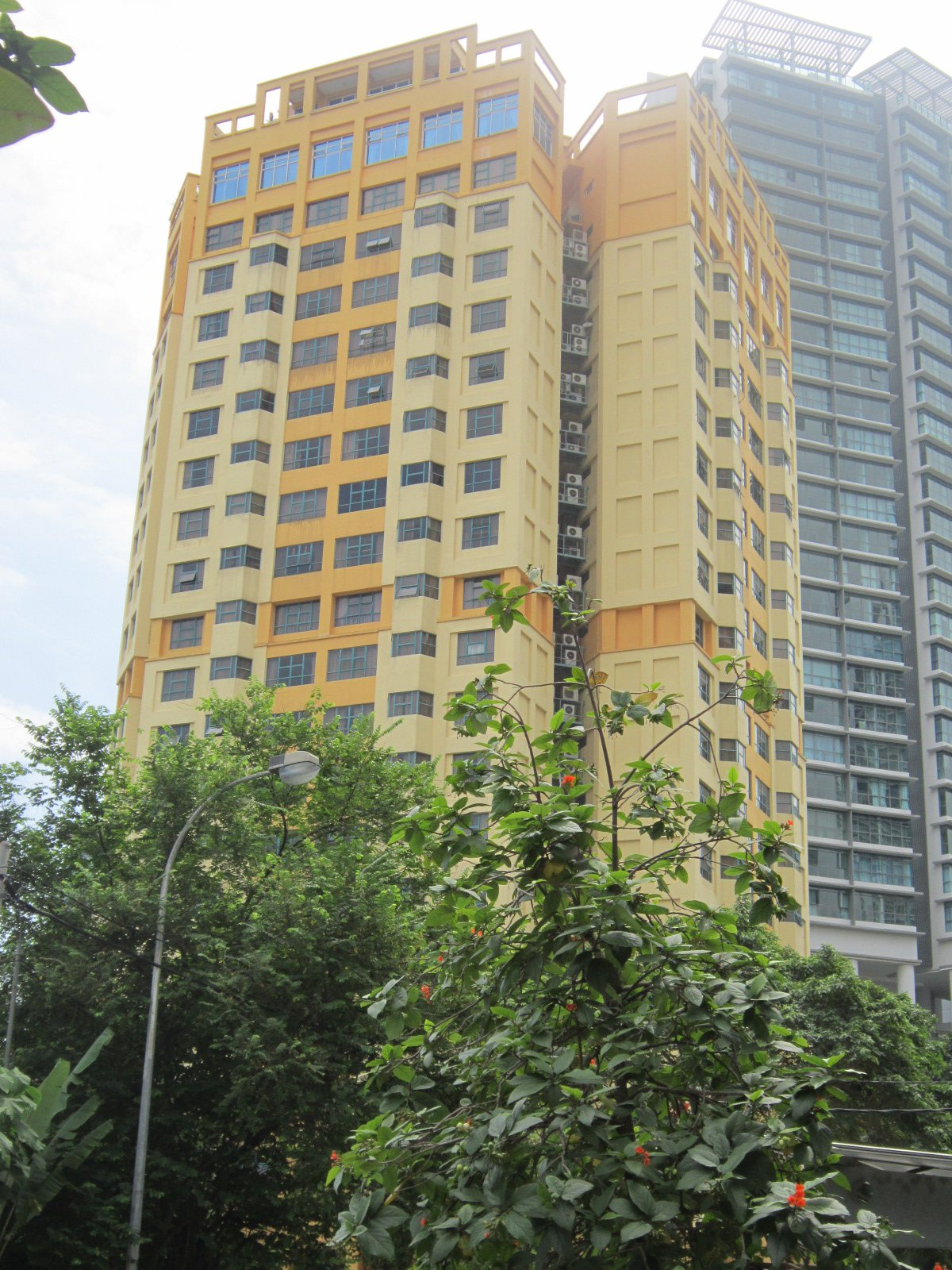 FOR RENT / LEASE: D'Mayang Condominium, Jalan Mayang, Fully Furnished, Three Rooms Three Bathrooms