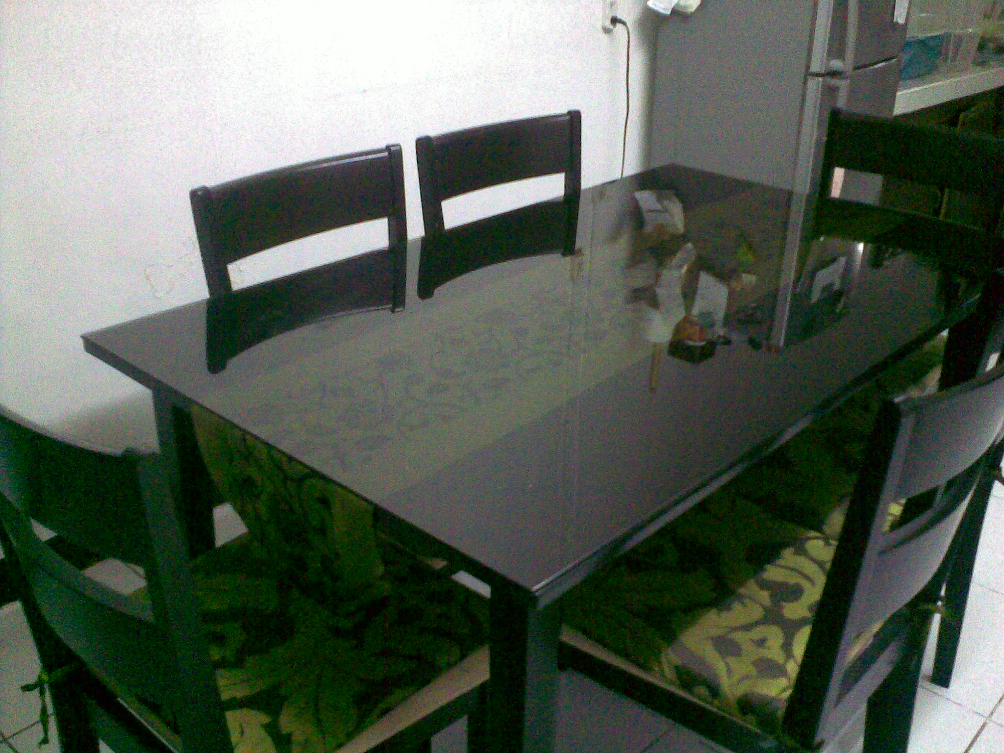 FOR SALE: USED 6 SEATER DINING SET