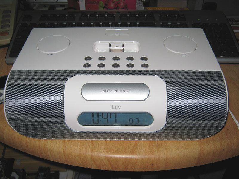 FOR SALE: iPod white FM stereo audio system music radio gadget - problem, minor fault