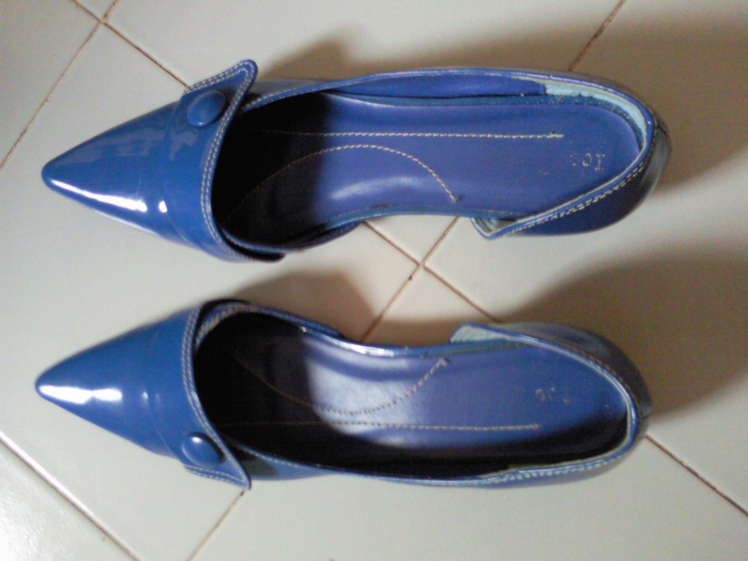 FOR SALE: Ladies Shoes Size: 38