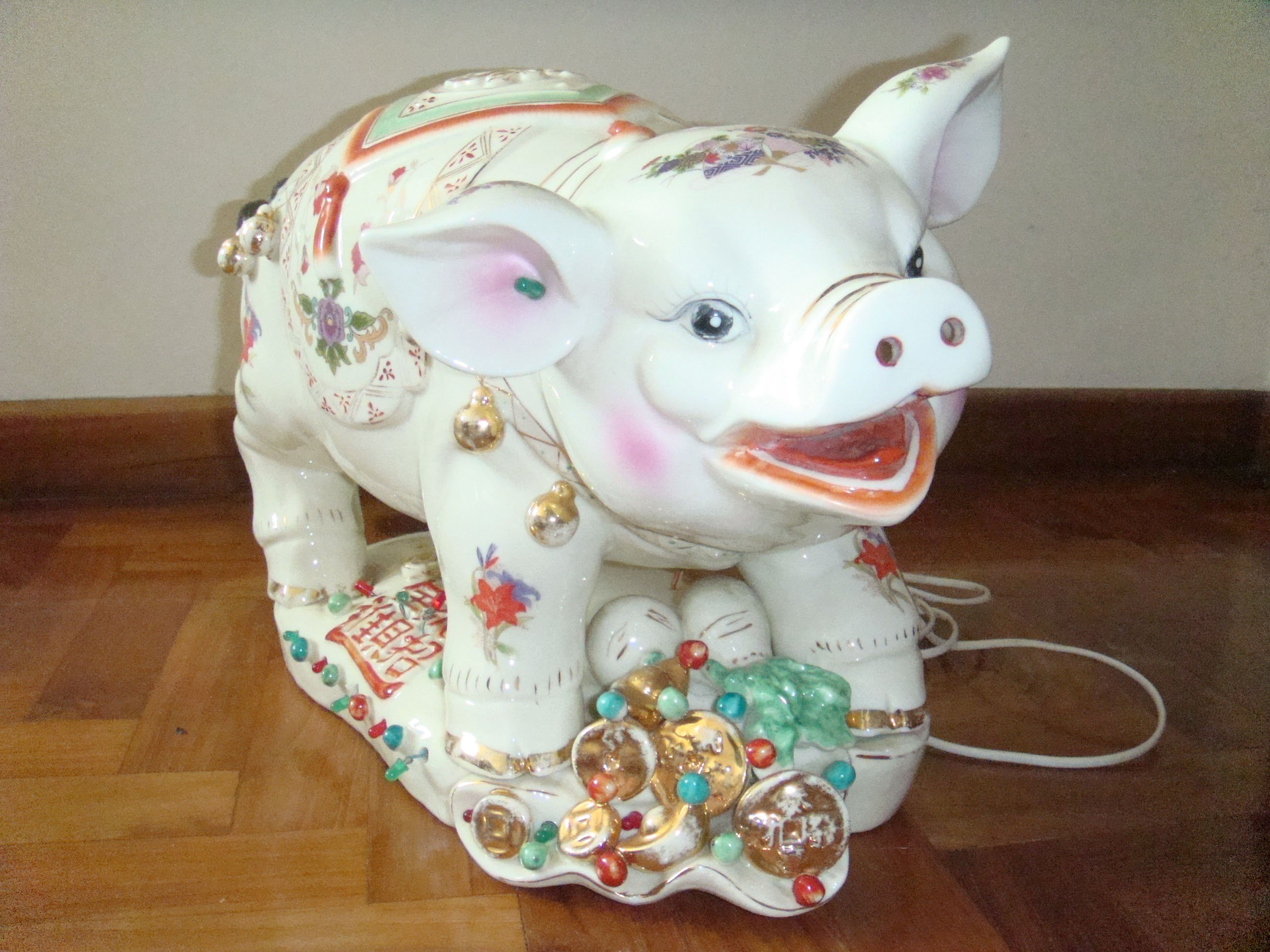 FOR SALE: Lucky Glass Pig Ornament/Money Bank