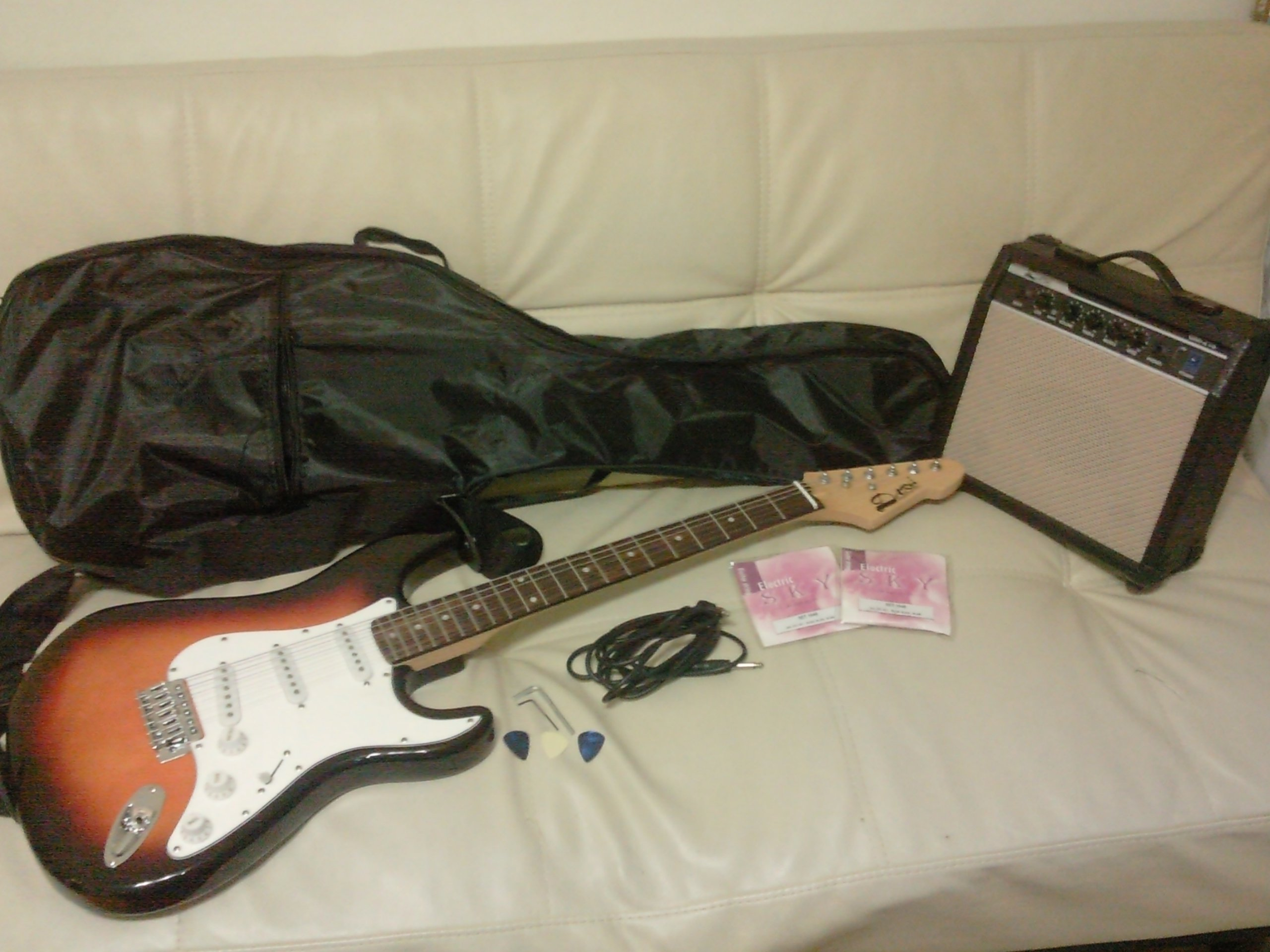 FOR SALE: Selling an electric guitar set @ only 260!!!
